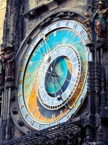 round-analog-clock-820735